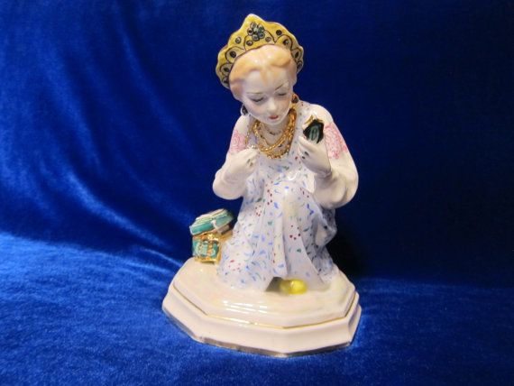 VINTAGE Porcelain Figurine Soviet DULEVO nastenka beautifull girl 1960s