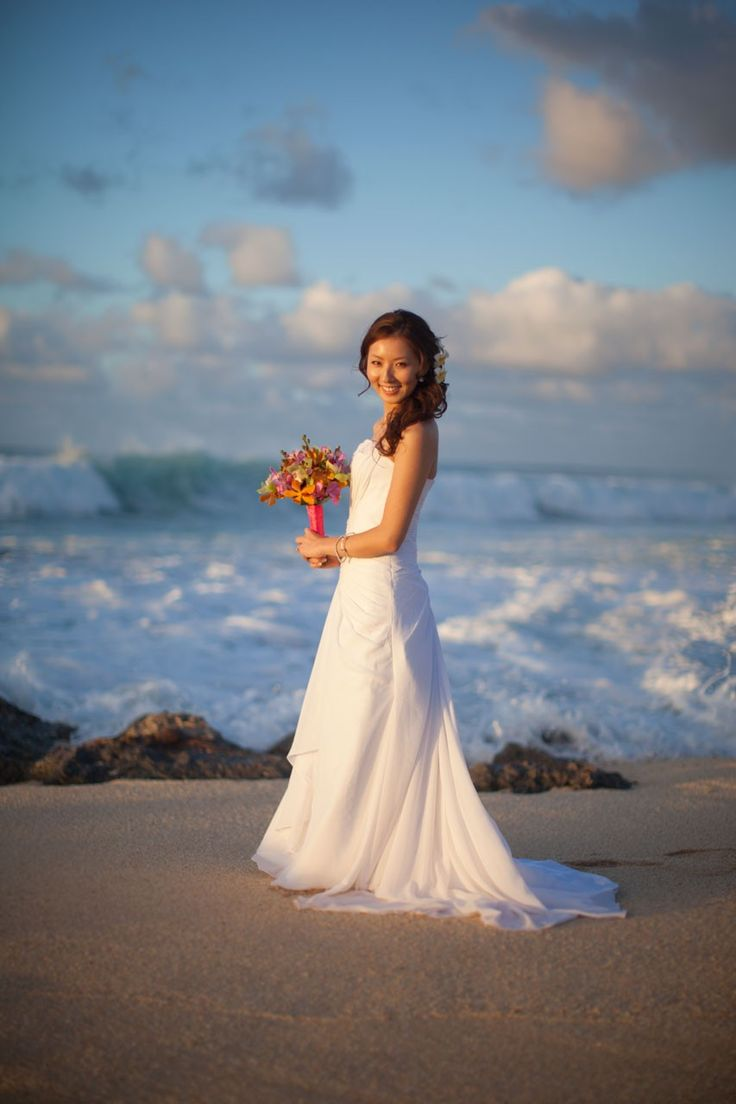 9 best Hawaii Beach Wedding images on Pinterest | Bridal photography ...