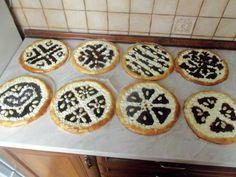 Klatovské pouťové koláče: 600 g hladké mouky, 160 g másla, 60 g moučkového cukru, 250ml mléka, 1 kostka kvasnic, 3 žloutky, 1 vanil.cuk, špetka soli, citron. kůra.