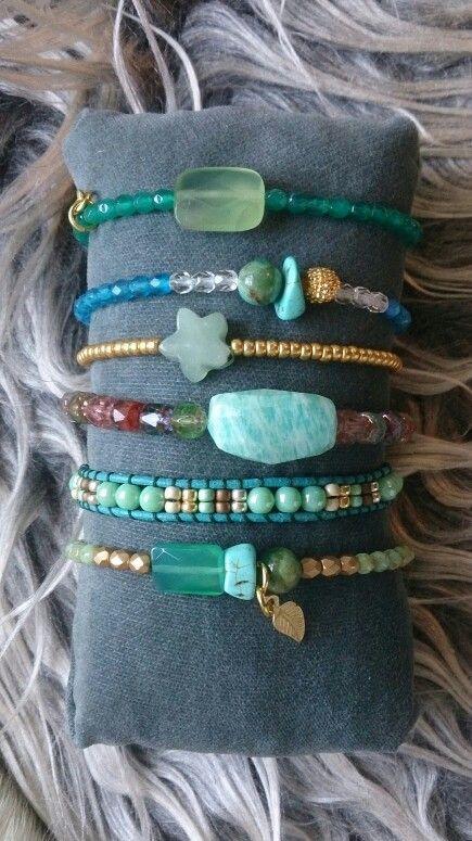 Armbandjes Atelier Balila groen, blauw en edelstenen.