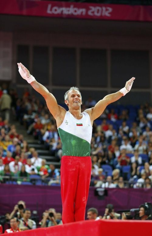 Bulgaria's legendary Yordan Yovchev, 39, the first male gymnast to compete in his sixth Olympic Games, received loud and wholehearted acclaim as he ranked seventh at the rings final on Monday.