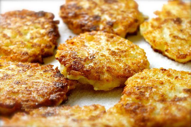 Torticas de arroz con queso . Crecí escuchando que es un pecado botar la comida.