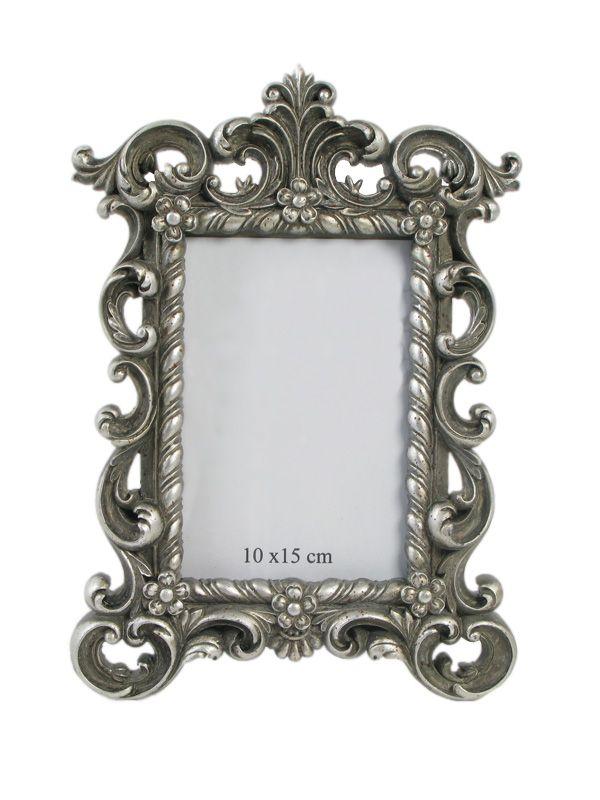 Acum găseşti în gama noastră de decoraţiuni interioare rama foto din gama Baroc, de culoare argintie şi în care se încadrează poza de dimensiuni 10x15 cm