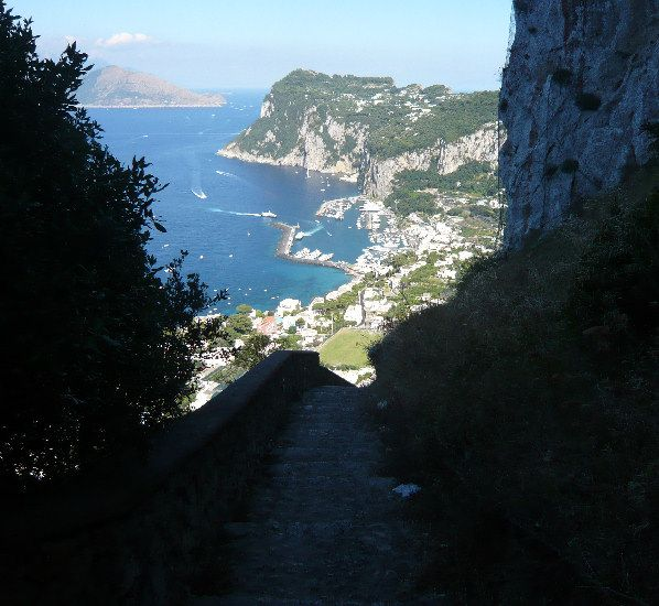 Panorama di Capri vista dalla Scala Fenicia