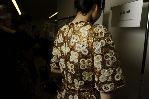 Backstage-at-the-Dolce-Gabbana-2014-Fall-Winter-Womenswear-Collection-Show-Makeup-Tips_38