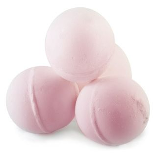 Handmade bath bombs containing essential oil blends to experience that relaxing aromatherapy bath. These aromatherapy bath bombs are made from citric acid to soften the water   Depth: 6cm Weight: 120-140g each(only 1 bomb supplied, photo for illustration purposes) Colour: Rose