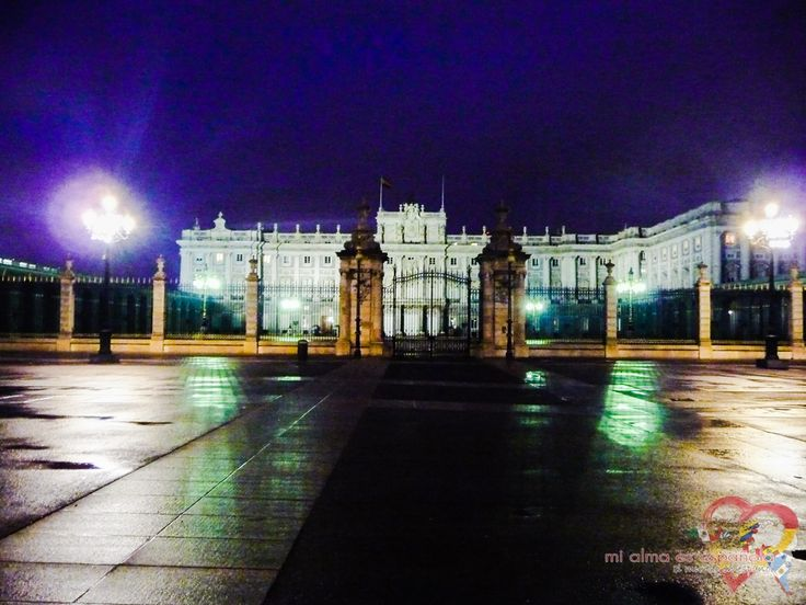 Madrid by night. Palacio Real.