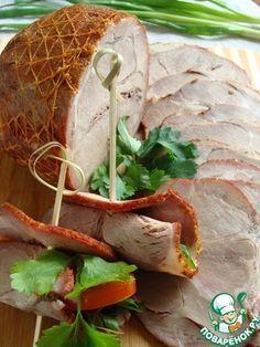 Мясной орех для бутербродов       Мясо (свиная шейка) — 800 г     Специи (примерно по 1 ч.л. сладкой паприки, сухой аджики, гранулированного чеснока и смеси для мяса) — 4 ст. л.     Соль — 1 ч. л.