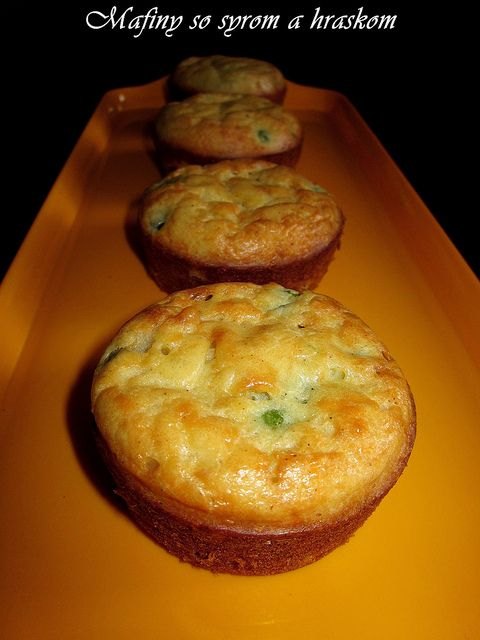 Mafiny so syrom a hráškom / Muffins with cheese and peas