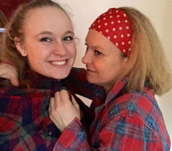 Ritka közös fotó! Hegyi Barbara így öleli 17 éves lányát, Rozit | femina.hu