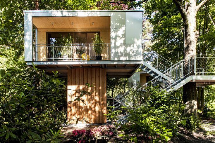 Domy postavilo brémské studio Baumraum, vedené Andreasem Wenningem.