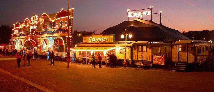 Circus Krone München, mehr Informationen unter http://www.dermuenchenblog.de/sehenswuerdigkeiten/circus-krone-muenchen    Foto: AxelHH; Lizenz: CC BY-SA-3.0