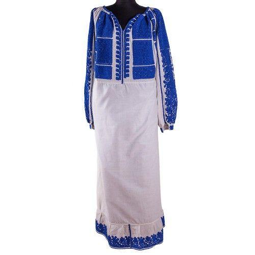 Datarea etnografică și analiza decorațiunilor acestei ii o plasează, ca vechime, în jurul perioadei 1940-1950. Ia este originară din zona Olteniei, este lucrată pe pânză de bumbac, iar decorațiunile sunt lucrate tot cu fir de bumbac albastru. Femeia care a purtat această bluză și-a lucrat-o singură, conform obiceiului românesc. Produs unicat, în stare foarte bună.  #FloriDeIE #RomanianBlouse #TraditionalMotifs
