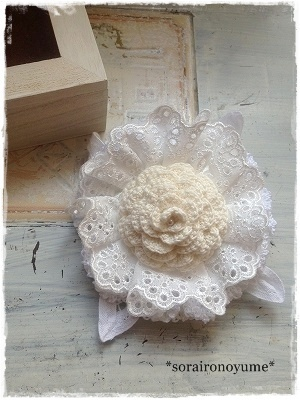 *crochet corsage by *soraironoyume* MISHA http://ameblo.jp/soraironoyume-misha/entry-11470975419.html
