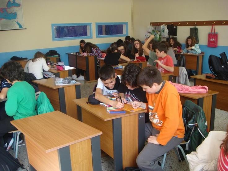 Ελληνογαλική Σχολή Καλαμαρί Οι μαθητές/τριες του Α2 τμήματος σμπληρώνουν τις καρτέλες της εκστρατείας