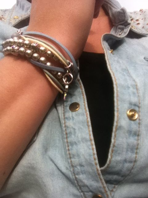 stoer spijker met een wikkelarmband van hartjehip! http://www.hartjehip.nl/webshop/index.php?item=armbanden-wikkel&action=page&group_id=26&lang=NL