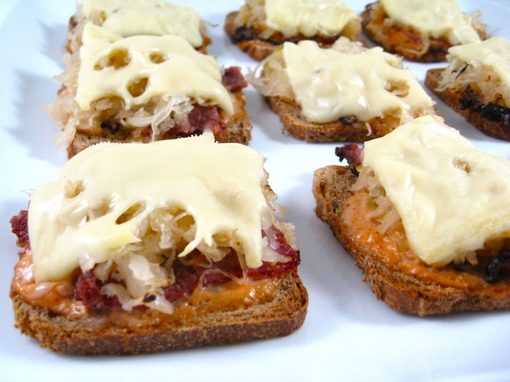 Skinny Mini Reuben Appetizers, Low Calorie and Delectable with Weight Watchers Points | Skinny Kitchen