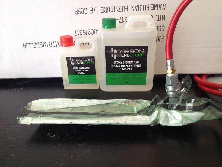 Reparación al vacío con el sistema de resina epóxica 120. Para mayor información, visita: www.carbonlabstore.com