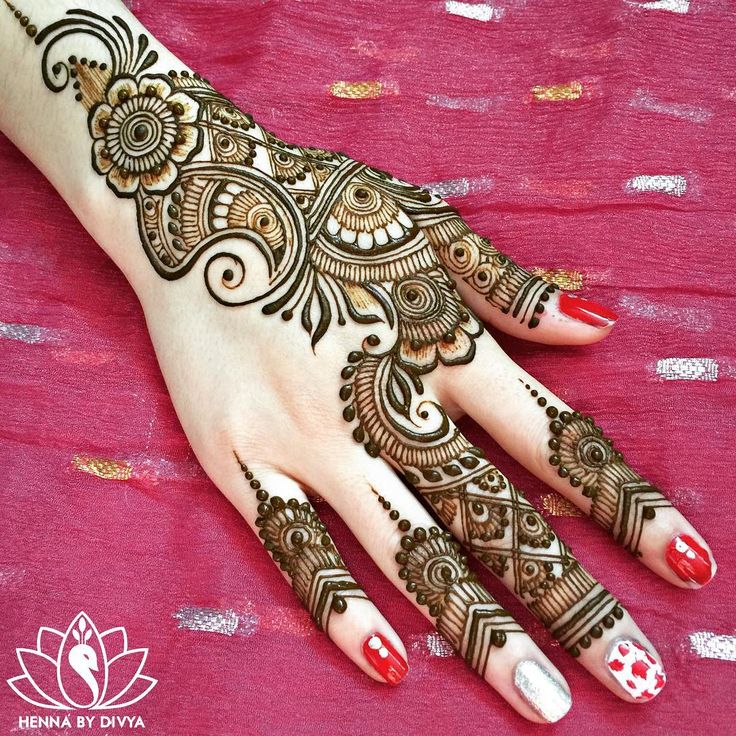 Done for today. Busy, busy day but met some of the loveliest people. Here's a shot of Olivia's EID henna  @livtocreate_ #henna #hennastain #bridalhenna #hennabydivya #hennatattoo #torontohenna #torontohennaartist #torontobridalhenna #bridalmehndi #hennadesign #hennaartist #indianbrides #hennainspire #indianweddinginspiration #indianbrides #indian_wedding_inspiration #wedmegood #lashkara #mehndi #mehndidesigns #bridalmehndi #sangeetmehndi #hennaartist #hennadesigns #eidhenna…