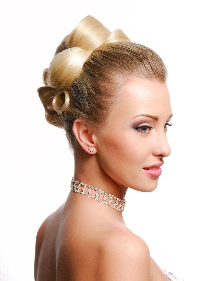 Свадебные прически для волос средней длины.