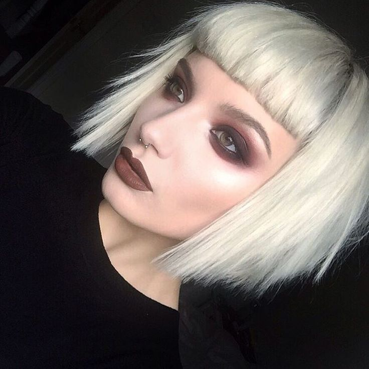 """""""I think fall makeup might be my favourite. Bring on the fur coats and dark lipsticks! (Visiting family so no SLR pictures this weekend  my dads iPhone…"""""""
