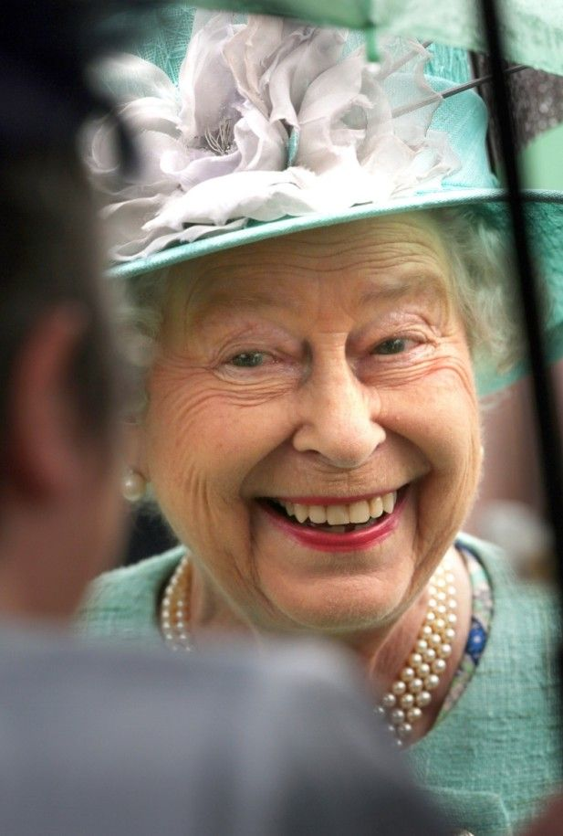 Love this photo of HM, such a lovely smile...I bet she is one fun lady
