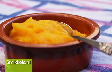Maak zelf het groentehapje pompoen puree voor je baby. Zelf babyvoeding maken is makkelijk en leuk. Voor meer groentehapjes ga je naar Smikkels.nl.