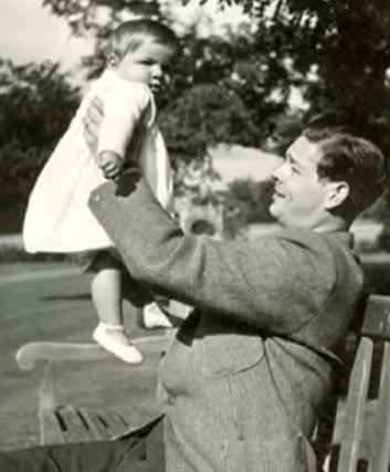 M.S. Regele Mihai tinand-o in brate pe micuta Margareta