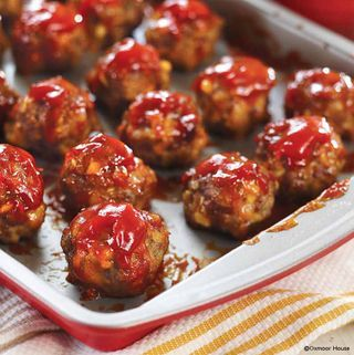 Pork & Apple Meatballs  I would use bread crumbs instead of stuffing, but otherwise looks great.  #apples #appetizer #meat