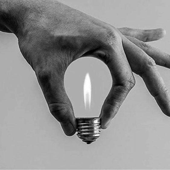 Abstract Photography | Photo manipulation | Creative photos | Hand light bulb