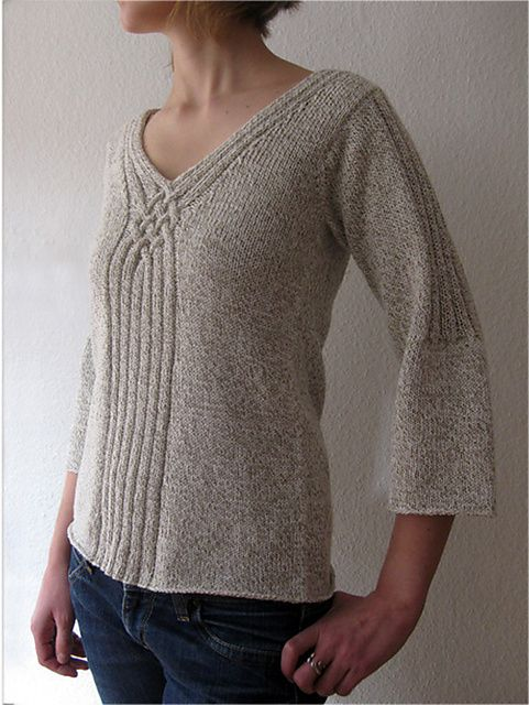 Pull sympa à tricoter. Ravelry :  LaSauvage's torsades #2.