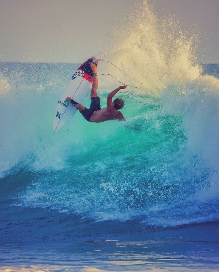 Lean back. John John Florence warming up for #HurleyPro Trestles. Sept 9 - 20 in San Clemente, California! Photo: Lieber