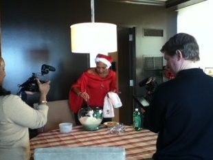 Robin Roberts (GMA) mom's Christmas punch recipe. Easy- green and red :)