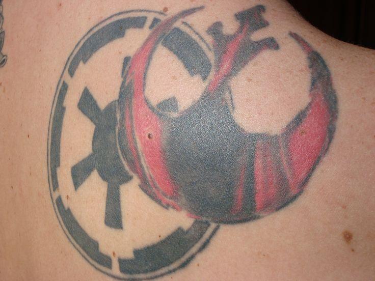 dualidad lado luminoso de la fuerza y lado oscuro de la fuerza, logos de la alianza rebelde y el imperio de STAR WARS