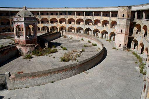 carcere di santo stefano - Ventotene, Latina (con immagini ...