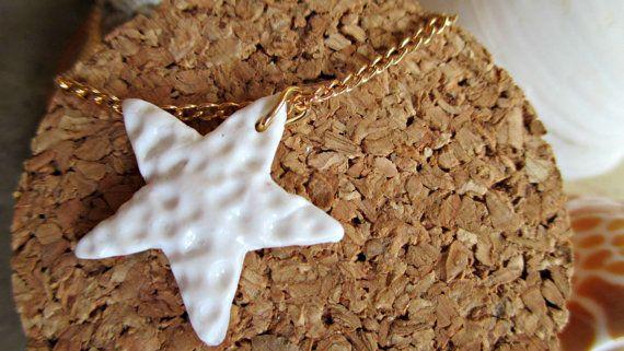 gouden armband met witte zeester van BlueStarfishCrea op Etsy
