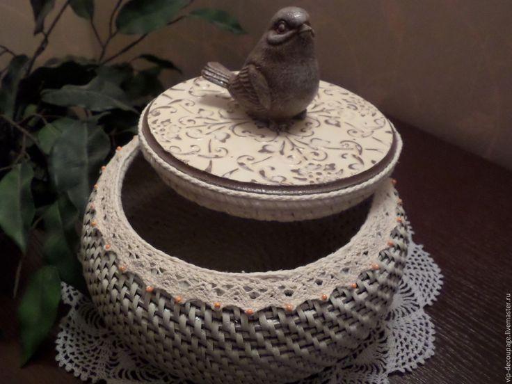 Купить или заказать Шкатулка 'Зефирка в шоколаде' в интернет-магазине на Ярмарке Мастеров. Очаровательная шкатулка с крышкой в романтическом стиле для женского будуара. Изготовлена вручную с элементами текстильного кружева, искусственно состарена. Может служить шкатулкой для рукоделия, для хранения украшений и разных мелочей. Лёгкая и ОЧЕНЬ прочная.