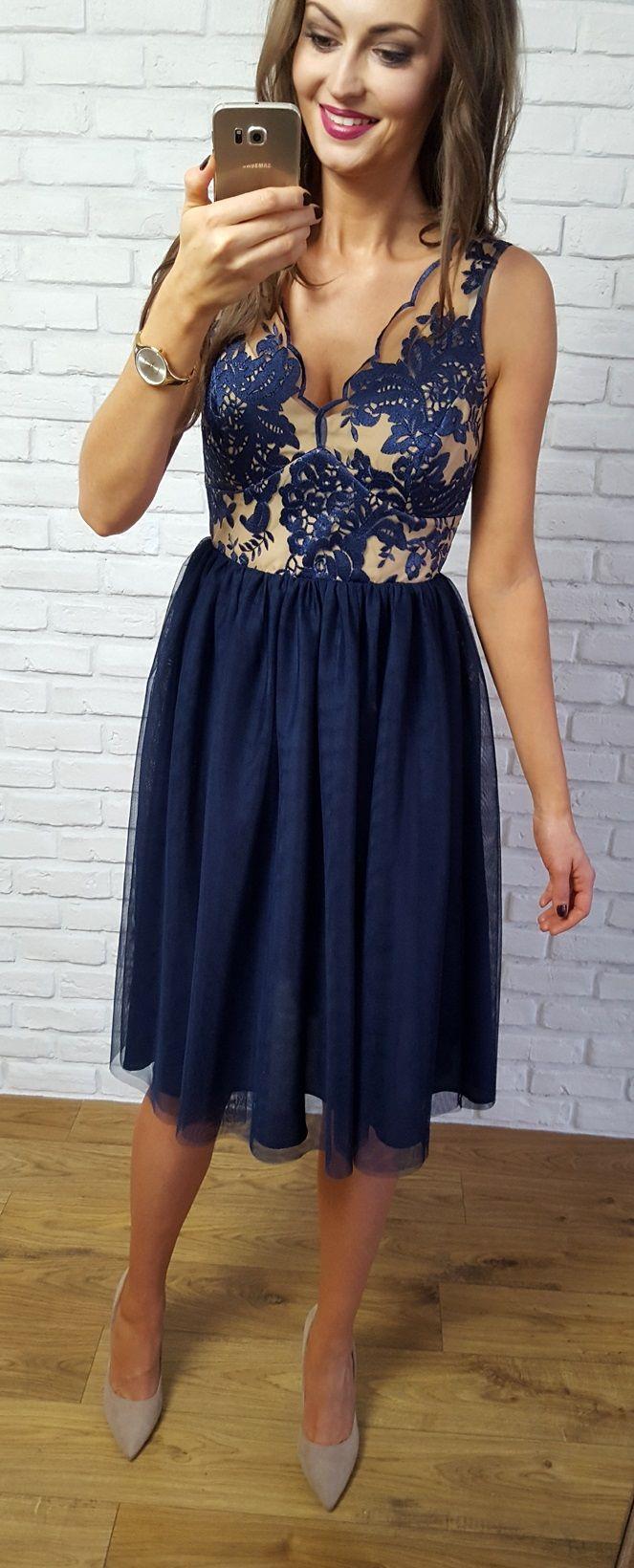 Tiulowa granatowo- cielista sukienka z koronkowa górą. Idealna sukienka na rodzinne przyjęcie jak  ślub, komunia, chrzest