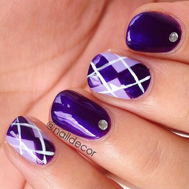 purple nails with design
