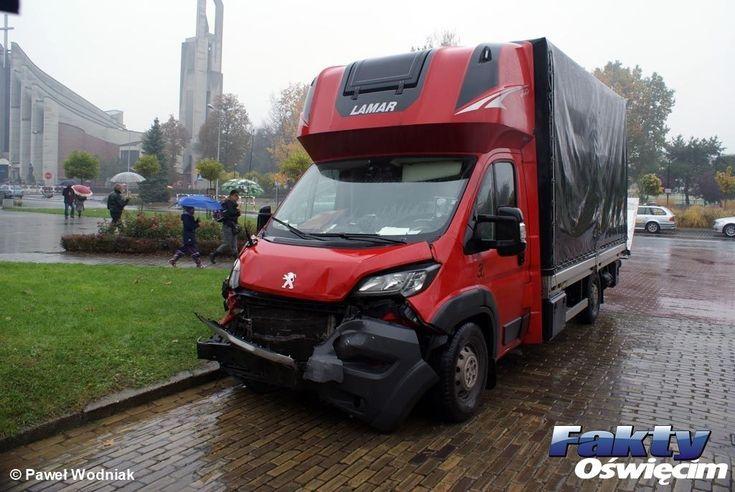 Trzy samochody zderzyły się w deszczu – FOTO #Oświęcim #Tysiąclecia #Śniadeckiego #kolizja #zderzenie #wypadek