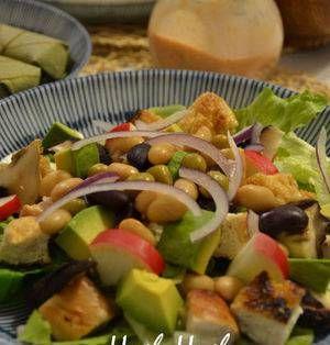 夏野菜が出回り瑞々しいサラダをたっぷり美味しくいただける嬉しい季節ですね。今回はそんなサラダをよりおいしくいただくドレッシングレシピをピックアップしてみました。オイルを使わずにローカロリーに仕上げたものばかりなので、ぜひチェックしてみてくださいね。 ■ノンオイル塩麹ドレ 和風コブサラダ★ノンオイル塩麹ドレ★by Hush-sanさん 15~30分 人数:4人 塩麹とヨーグルト、すし酢を使ったさっぱ