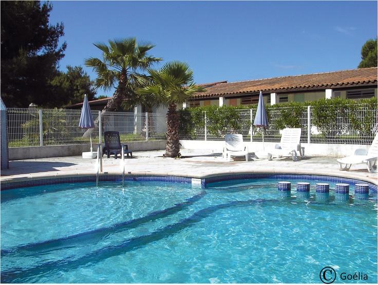 Pour vous détendre ou vous amuser, la piscine de la résidence vous accueille !