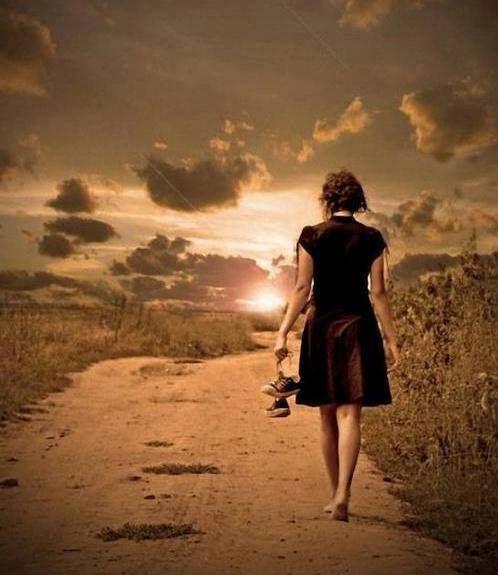 Quelle come me girano il mondo alla ricerca di quei valori che, ormai, sono caduti nel dimenticatoio dell'anima… - Alda Merini