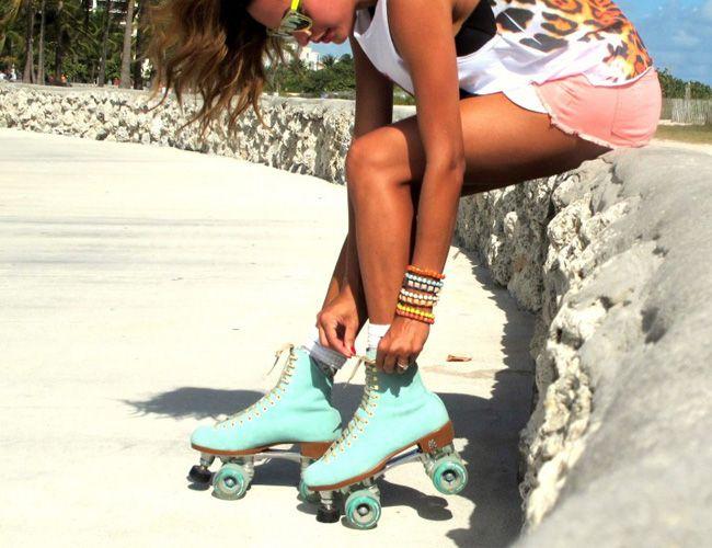 Que tal manter a forma em cima de um lindo e fashion par de patins? que curte? eu amo e me faz lembrar da adolescência nas pistas de patinação.