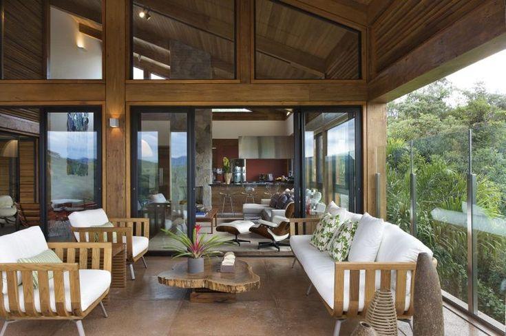 aménagement d'intérieur -mobilier-bois-clair-table-basse-bois-massif-brut-fenêtres-cadre-bois