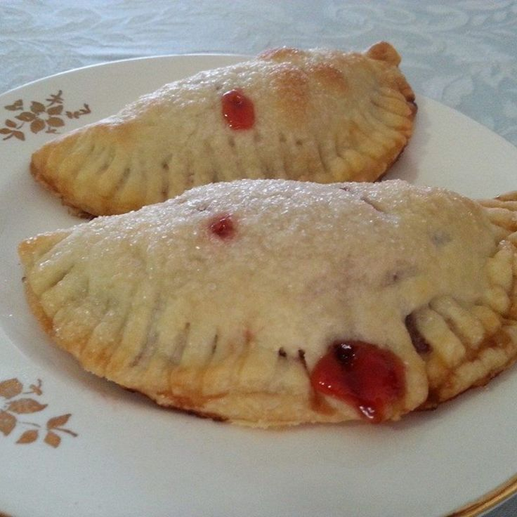 My husband likes the Hostess fruit pies for his lunches.  Unfortunately, they are a $1.00 per pie most of the time and I thought I could probably make him some homemade ones that would be good and save money.