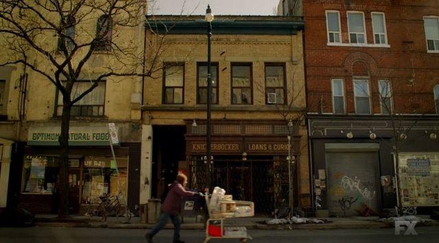Dit is het hoofdkwartier van de vampier jagers. Het is de koopjeszaak van Abraham.