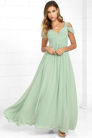 You'll be the hit of any dance floor in the Make Me Move Mint Green Maxi Dress! Double shoulder straps lead into a gathered surplice bodice with a sweetheart neckline. Pleated empire waist flows into an elegant woven maxi skirt. Hidden back zipper with clasp.