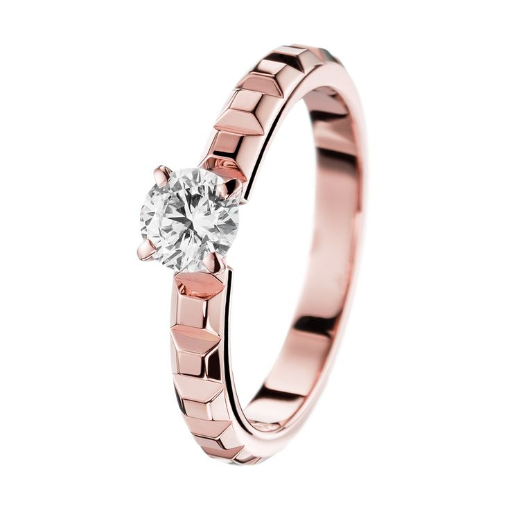 Pointe de Diamant Pink Gold Solitaire, a Maison Boucheron Bridal creation. A Boucheron creation tells a Story, that of the Maison and your own.
