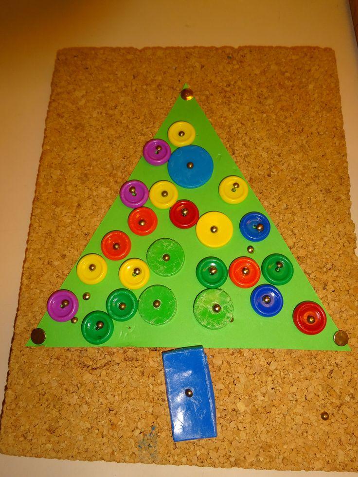 kerstballen timmeren met hamertje tik.